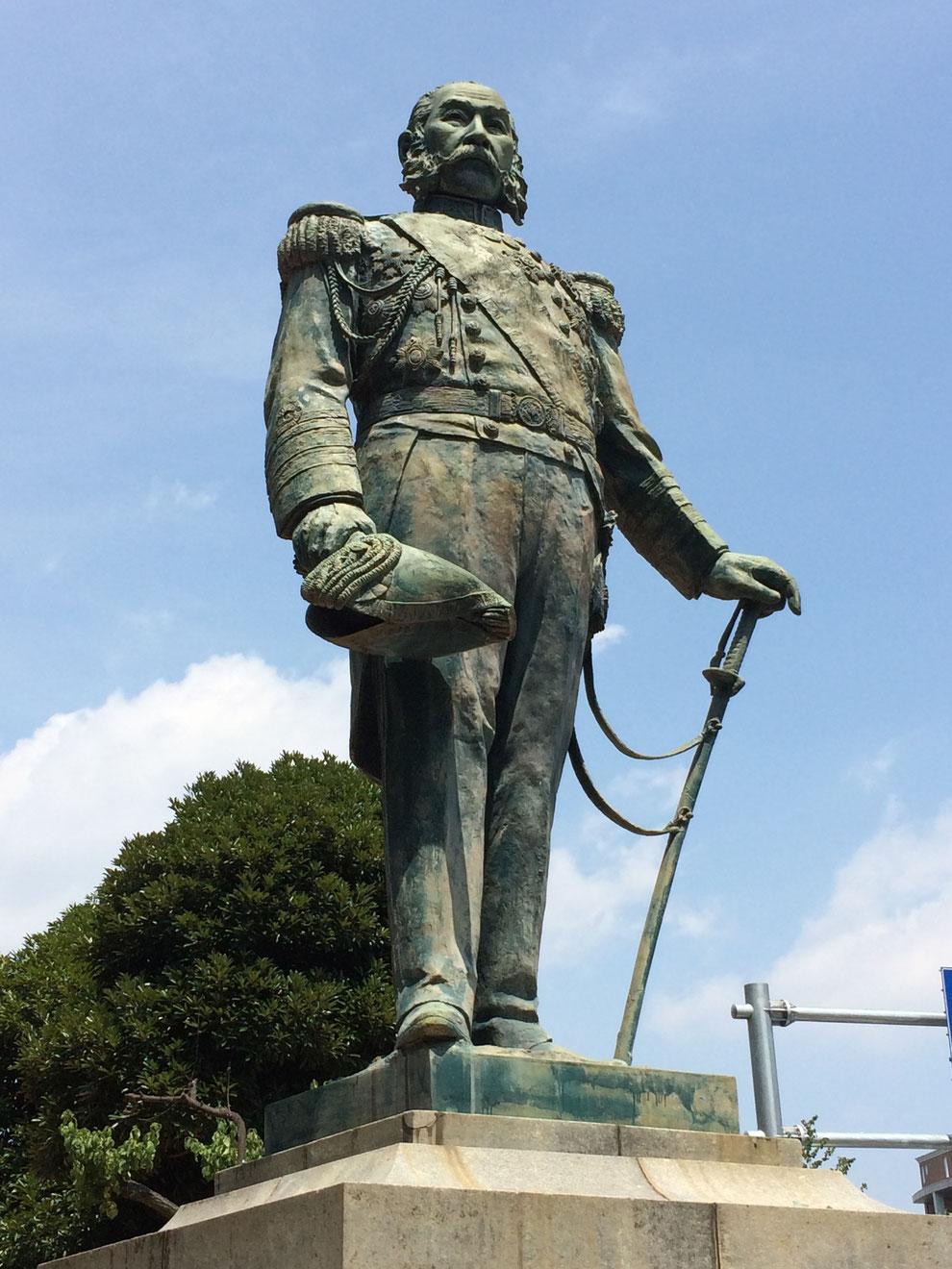 梅若公園内「銅像 榎本武揚像」