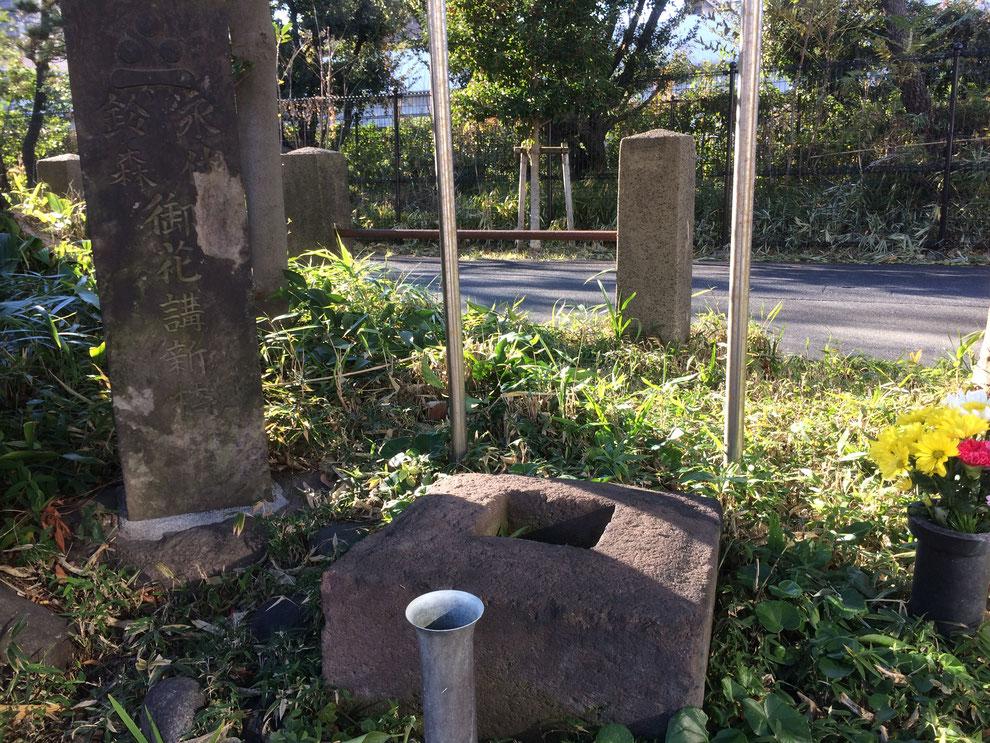 「磔台」この上に立っていた木製の柱に罪人は縛られ刺殺された