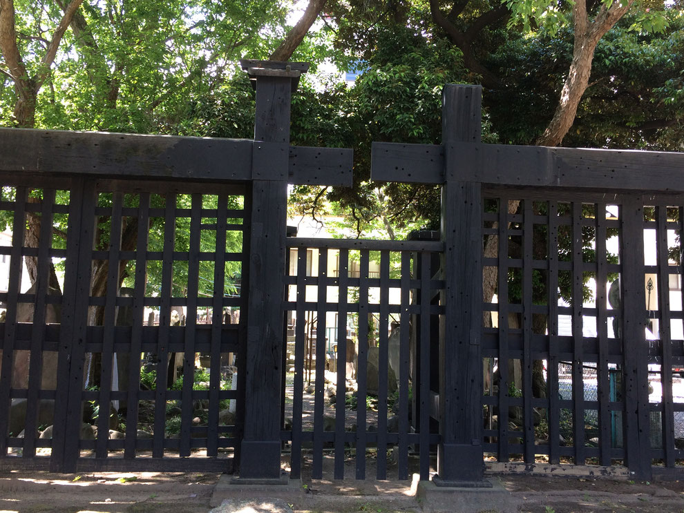 現在、南千住の円通寺に移築されている「黒門」