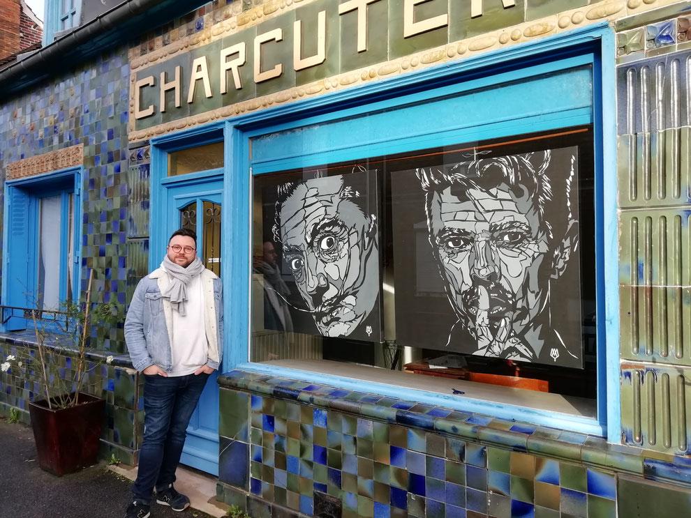 Clément May, artiste compiegnois, travaille le pochoir et l'acrylique en portrait de grandes tailles. Ici, Salvatore Dali et David Bowie .