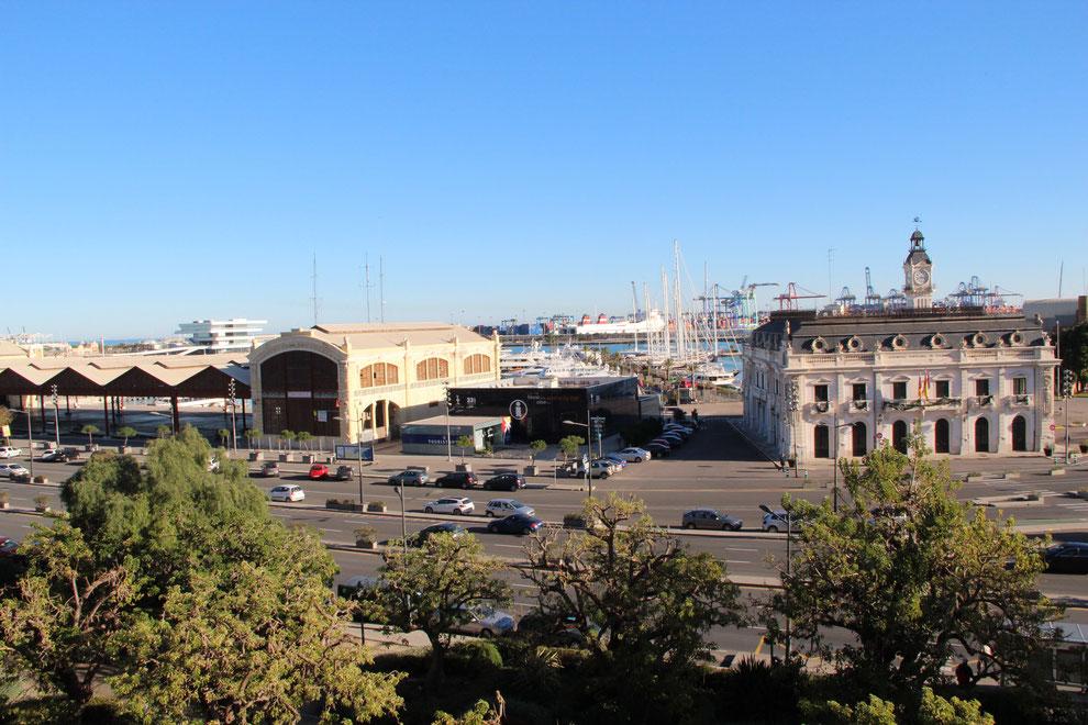 uitzicht op haven en zee valencia
