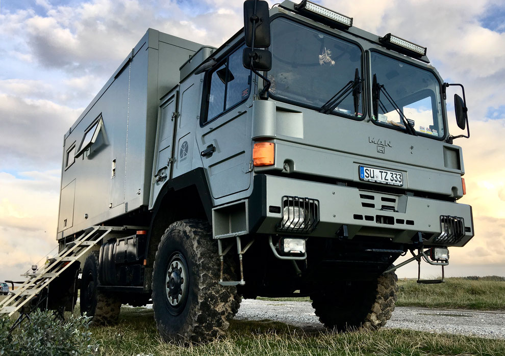 most beautiful expedition vehicle overland travel experience expedition vehicle truck camper travel weltreise im weltreisemobil expeditionsfahrzeug reisen