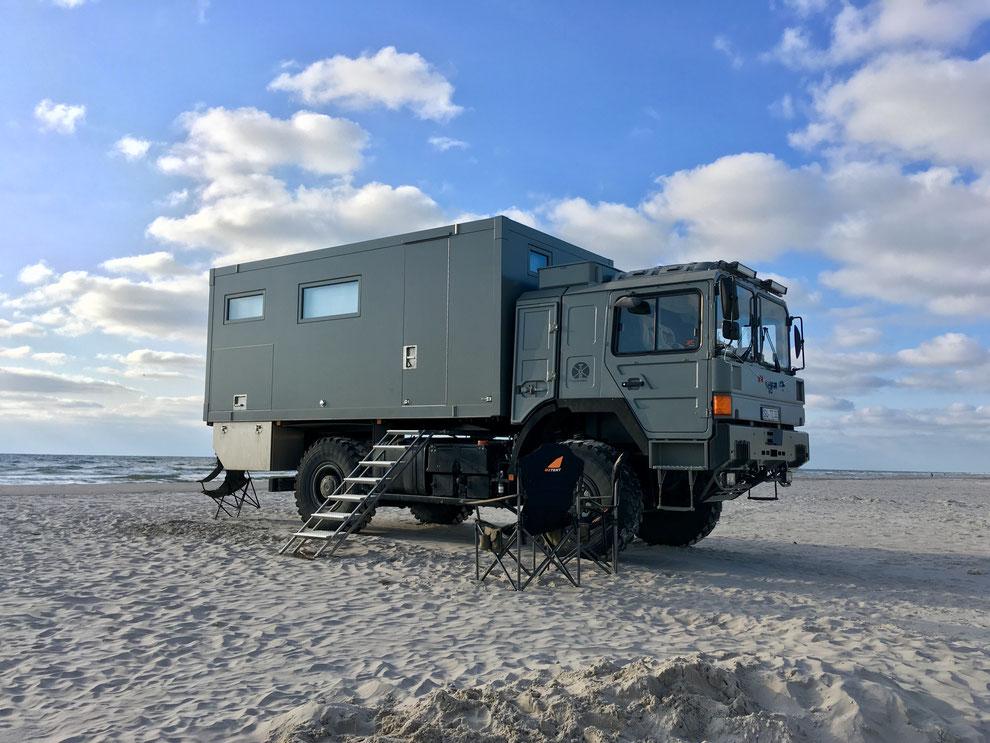 Overland Travel ans Meer Strandleben im Expedition Vehicle Weltreisemobile unterwegs Expeditionsfahrzeuge kaufen verkaufen suchen erfahrungen im Allrad Wohnmobil