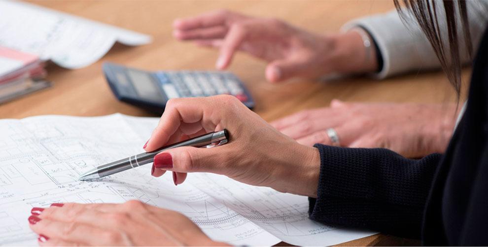 Wir berechnen für Sie ein individuelles Finanzierungskonzept Ihres Eigenheims, Gewerbeobjekt oder Privatkredit.