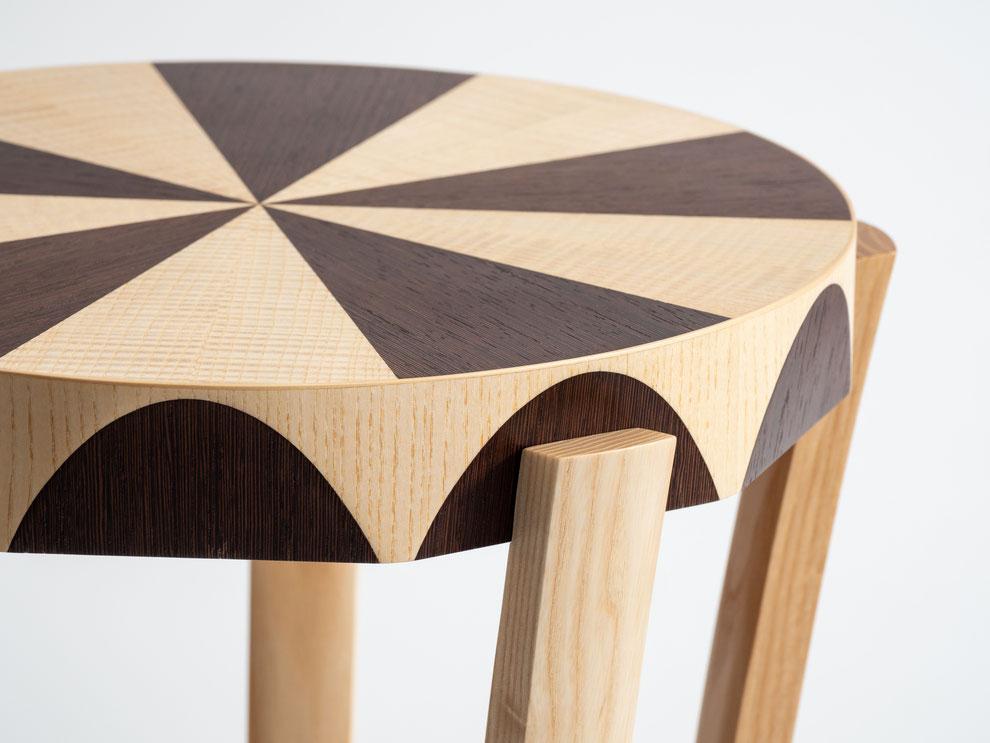 Runde Tischplatte aus Esche und Wenge