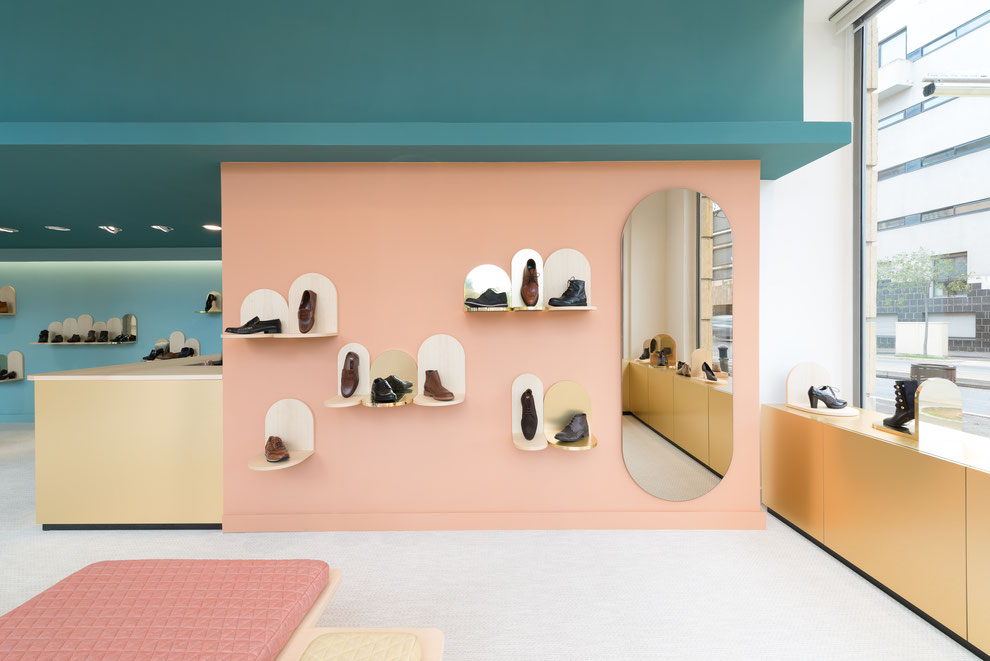 Des ailes aux pieds shoe shop margaux keller design studio for Pedicure salon de provence
