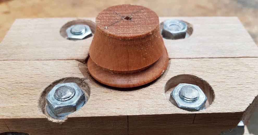 Testing the thread box cutting a wooden thread