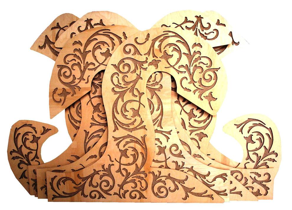 Ornamente in Wellenform. Die Ornamentierung wurde von uns konstruiert, passend in die vorgegebene Bögen.