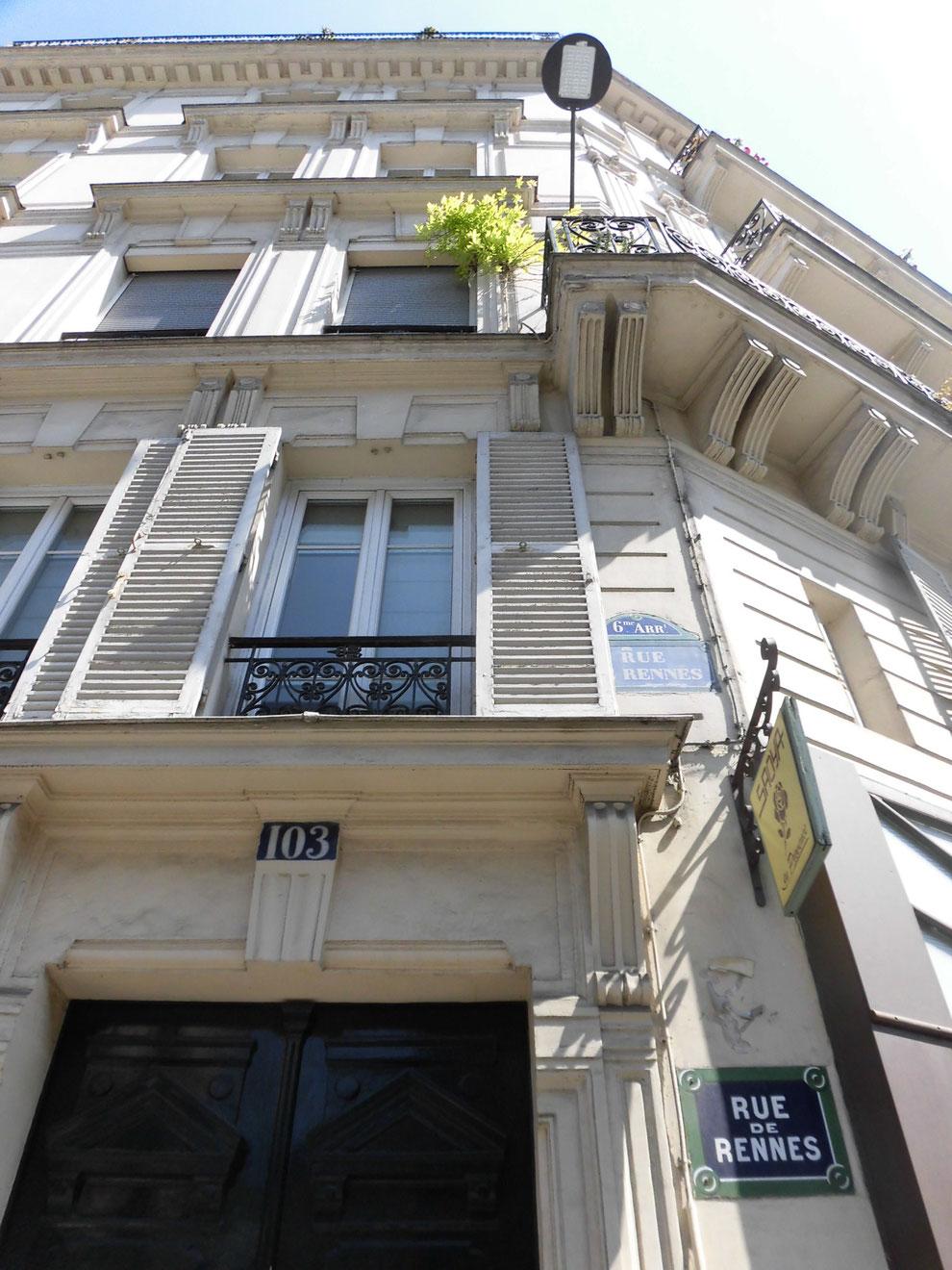 レンヌ通りの建物の鎧戸