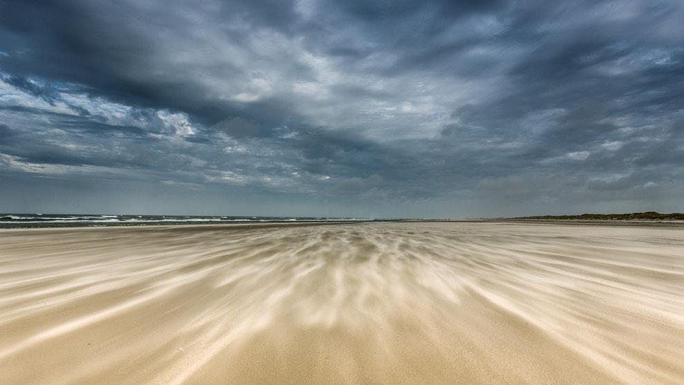 Windkracht 8 - Noordzeestrand Terschelling © Jurjen Veerman