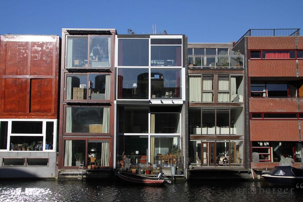 Individuelle Architektur auf der Amsterdamer Borneo-Insel
