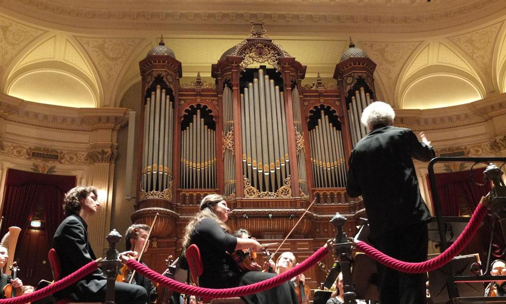 Benjamin Zander dirigiert im April 2016 das Amsterdamer Jugendorchester im Concertgebouw