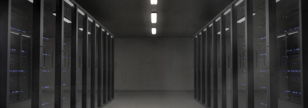 Moderner Serverraum mit Klimatechnik