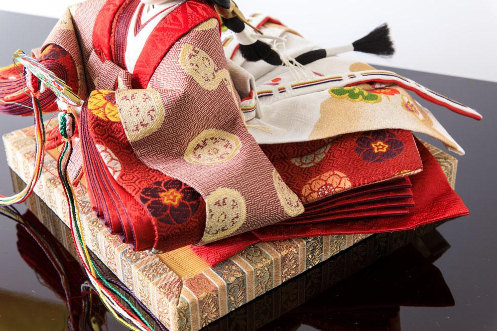 皇室献上織物「龍村美術織物」をお衣裳にした雛人形
