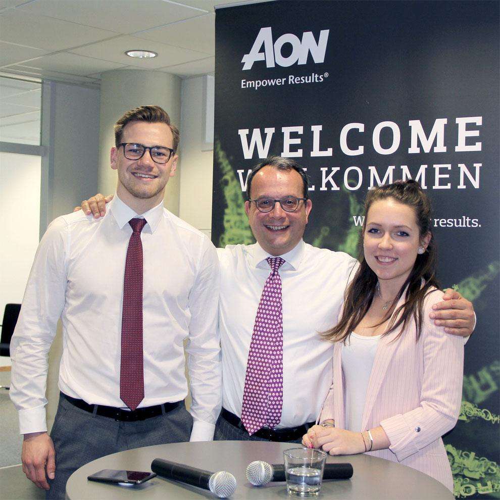 Helmut Geil, CEO Aon Austria (Mitte) mit Maximilian Egger und Marie-Christin Steiner (beide Aon Millennials Sprecher)