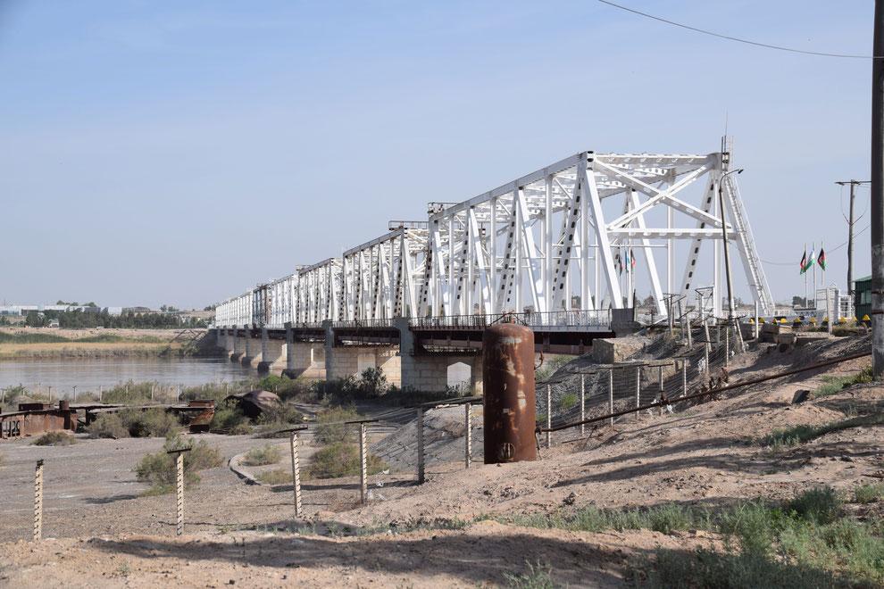 Die afghanisch-usbekische Freundschaftsbrücke, die Hairatan in Afghanistan mit Termez in Usbekistan verbindet (Franz J. Marty, 19. April 2021)