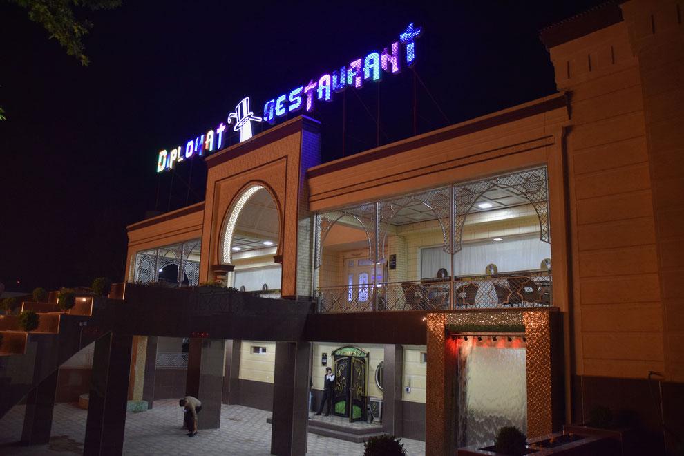 Das Diplomat Restaurant, eine der zahlreichen afghanischen Investitionen in Termez, Usbekistan (Franz J. Marty, 18. April 2021)