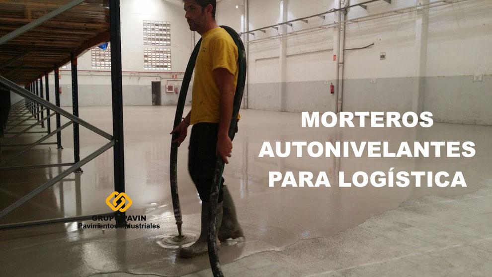 Aplicación de morteros autonivelantes cementosos para la regularización de un suelo de baldosa en mal estado para una empresa logística