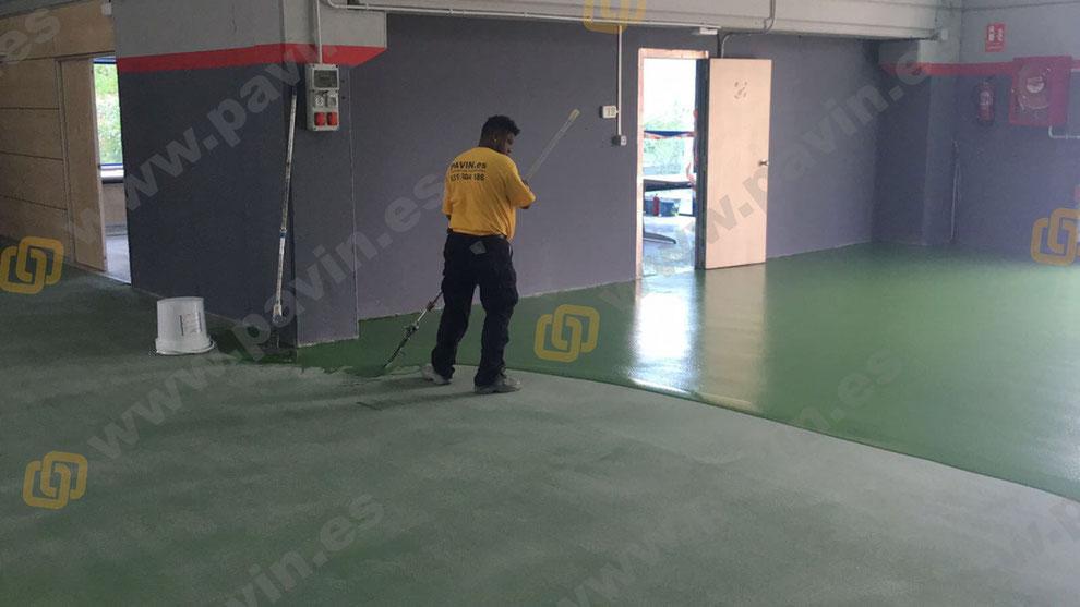 Suelos y pavimentos industriales de resinas continuos en Barcelona antideslizantes para empresas logísticas