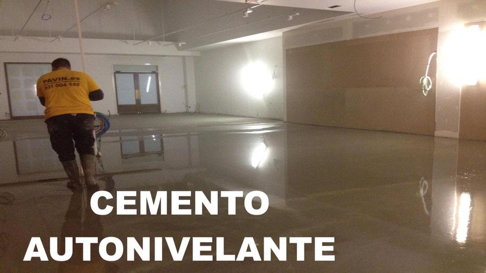 Cemento autonivelante aplicado por Grupo Pavin para la regularización de un pavimento en mal estado