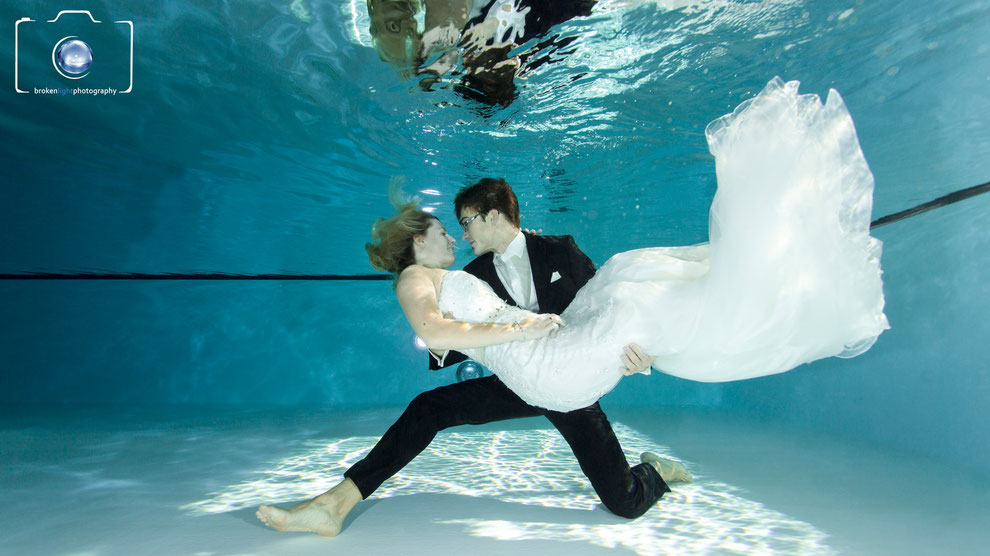 Bild: After Wedding Shooting / Trash the Dress unter Wasser Fotoshooting