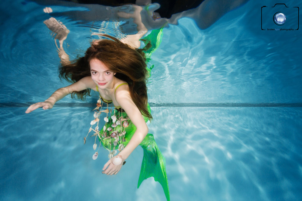 Bild: Meerjungfrau beim Mermaiding unter Wasser in Berlin