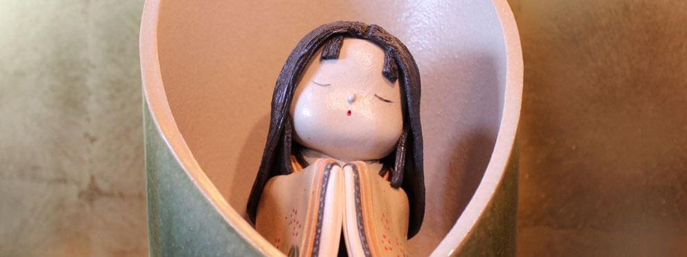 愛らしいかぐや姫の陶人形