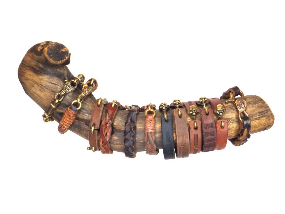 Lederarmbänder geflochten, punziert, individuell von Hand gefertigte Unikate