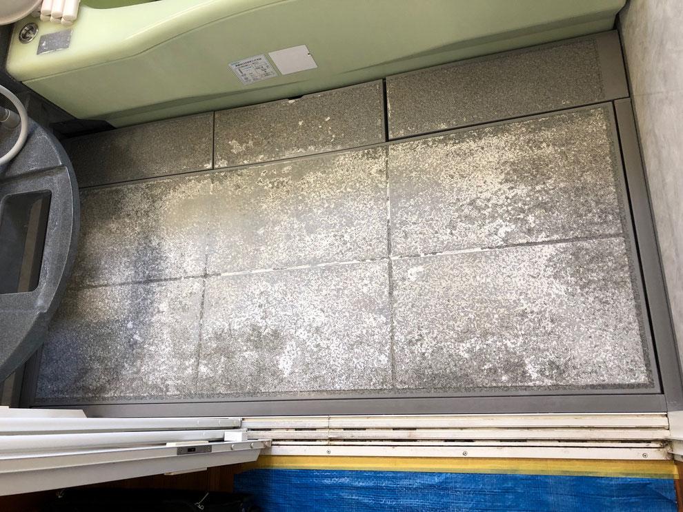 ユニットバス洗い場シート貼り