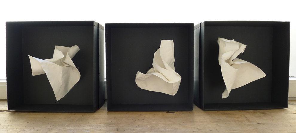 Papierkisten 1-3, 2016, handgeschöpftes Papier, Boxen aus Pappe, je 31 x 31 x 14 cm