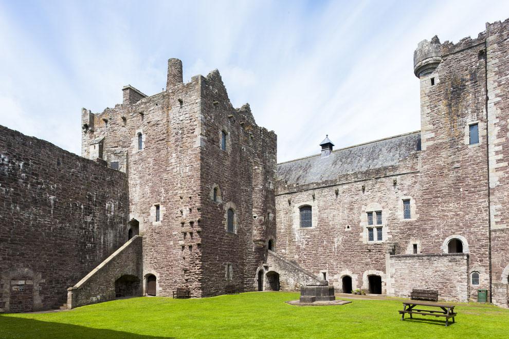 blog over Castle Leoch en andere outlander filmlocaties die je gezien moet hebben