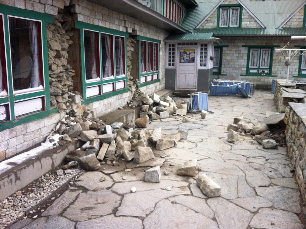 Sichtbare Schäden in Pheriche, Khumbu-Valley, Nepal