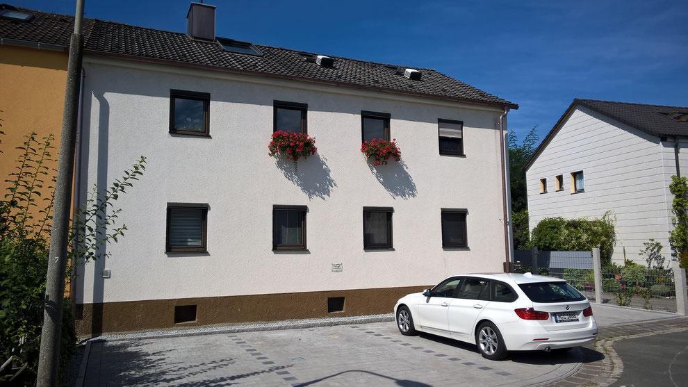 4 Privatparkplätze direkt vorm Haus (auch für Sprinter geeignet)