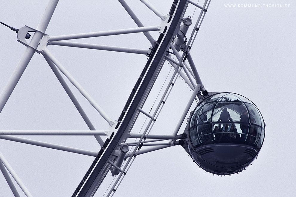 London Eye von der gegenüber liegenden Seite der Themse