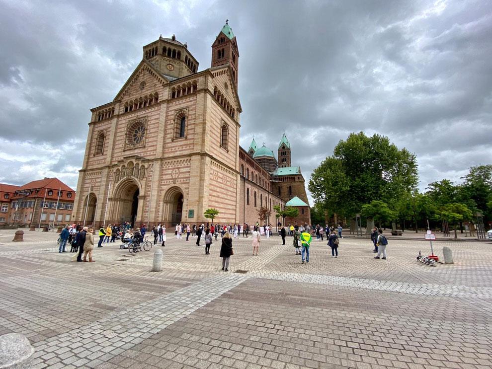 Stiller Protest am ersten Mai 2020 in Speyer, Rheinland-Pfalz