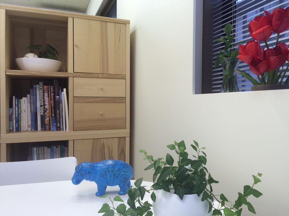 Craft事務所 赤いチューリップと青いカバ