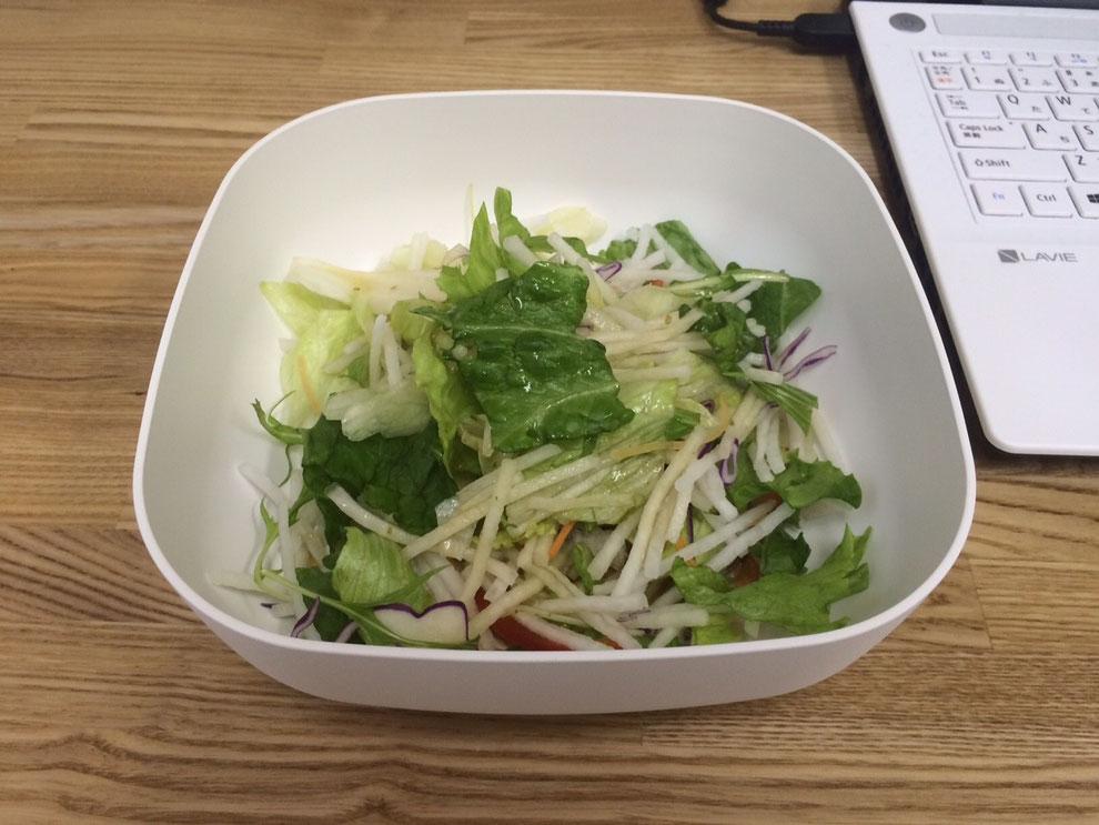 なぜか今日は野菜をたくさん食べたい 追加の大根サラダ
