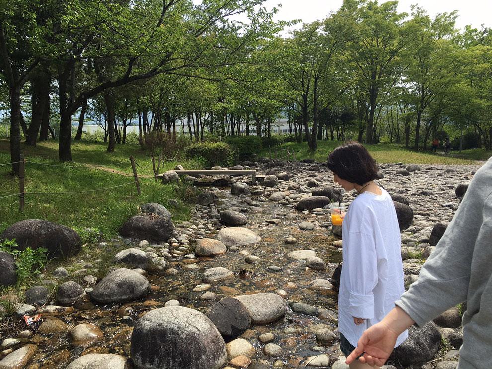 有磯海SA 小川が流れる公園があって休憩にお勧め