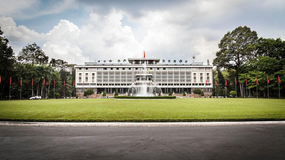 Fachada principal del Palacio de la Reunificación de Vietnam