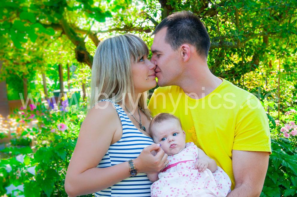 Familienportrait mit Blitzlicht fotografieren für leuchtende Farben