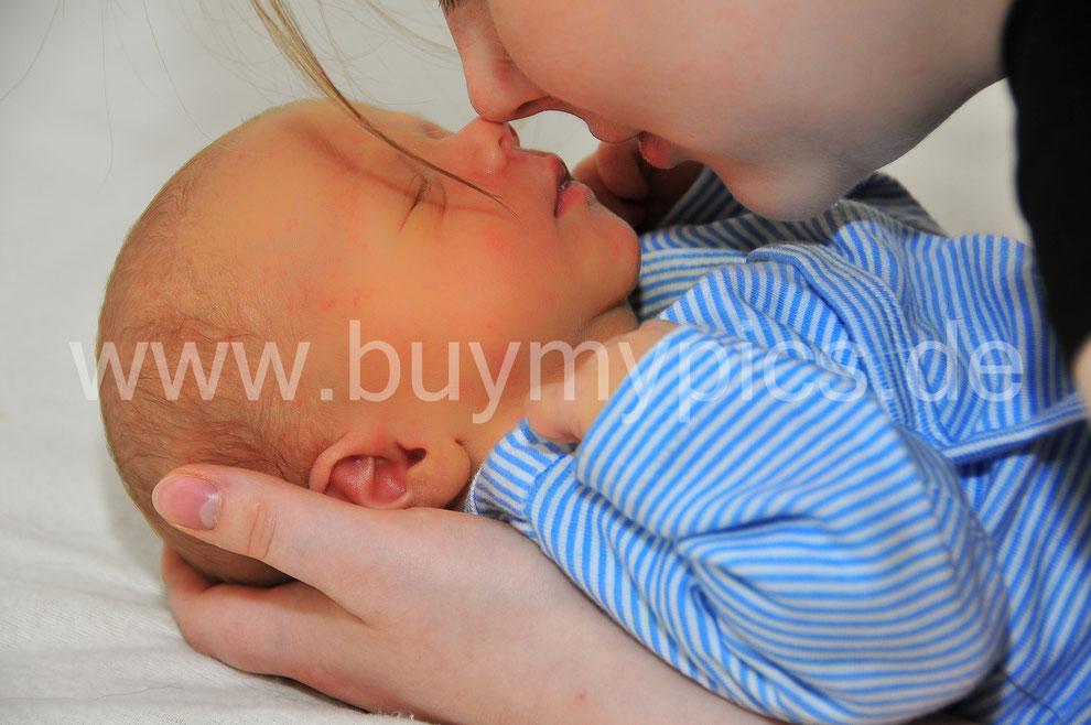 Kuscheln für die Stimmung, Bei fotografieren von Kindern kuscheln, Kinderfotograf, Kinder richtig fotografieren
