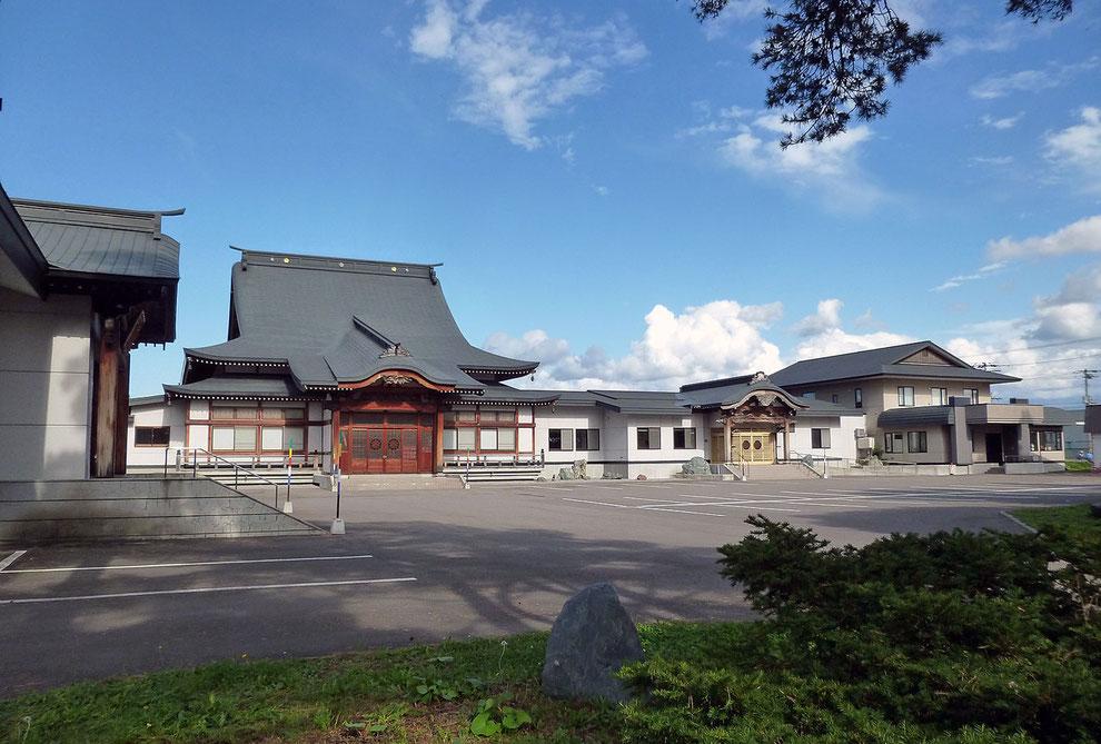 東川寺境内