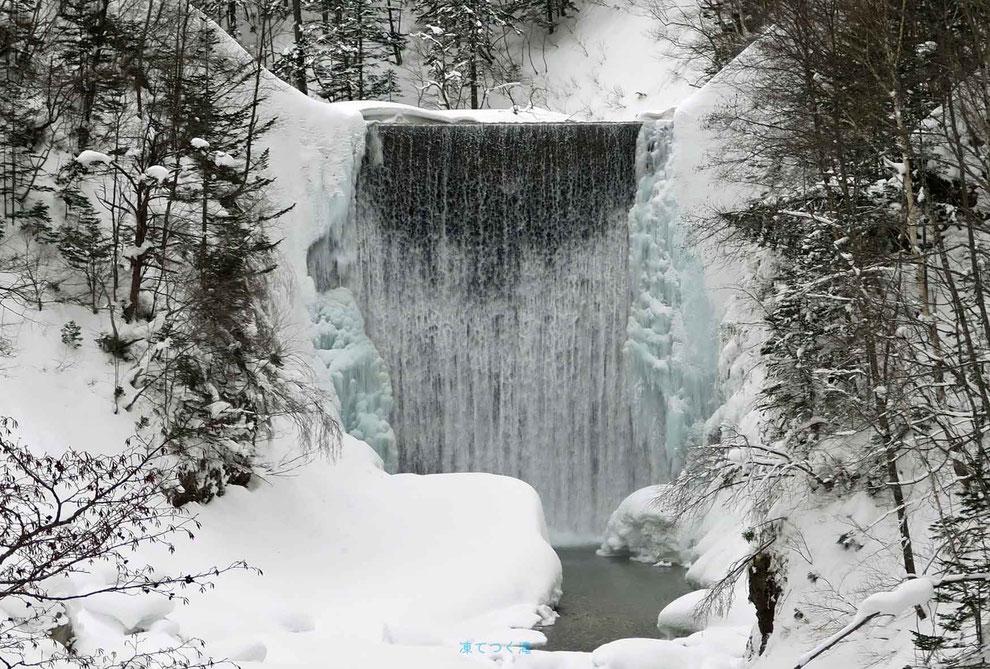 凍てつく滝・美瑛町:東川町