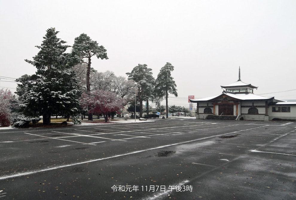 東川寺境内・令和元年初雪の翌日の雪