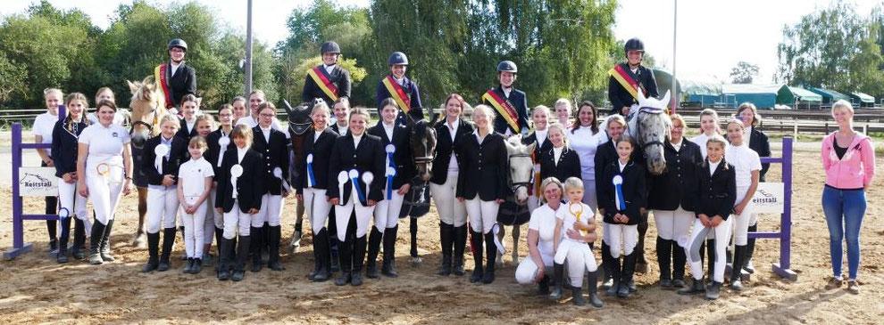 Teilnehmer des Reitwettbewerbs und Vereinsmeister