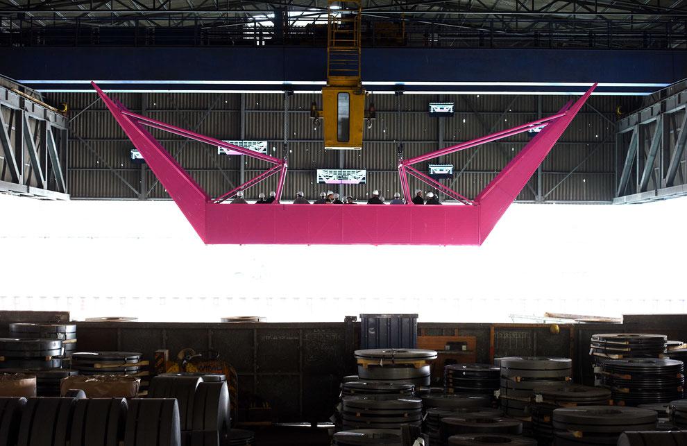 """""""well,come"""" im Dortmunder Hafen: multimediale Installation unter Einsatz von vier zweisträngige Kettenzüge VMK-S-250 und vier V-Motion 40 von Movecat"""