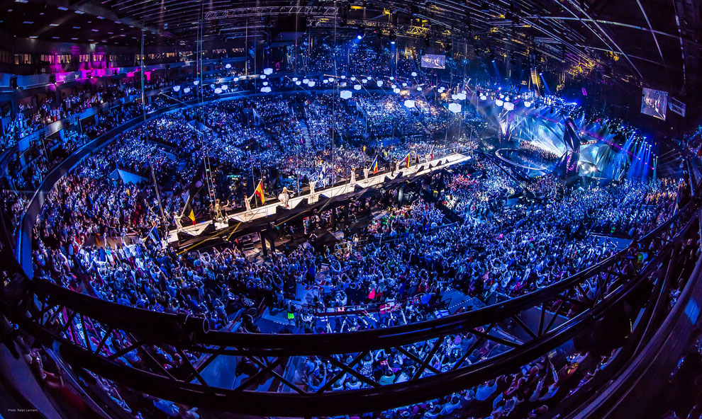 Magic Moments beim Eurovision Song Contest: Movecat BGV C1/SIL 3 Equipment bringt Catwalk in Position