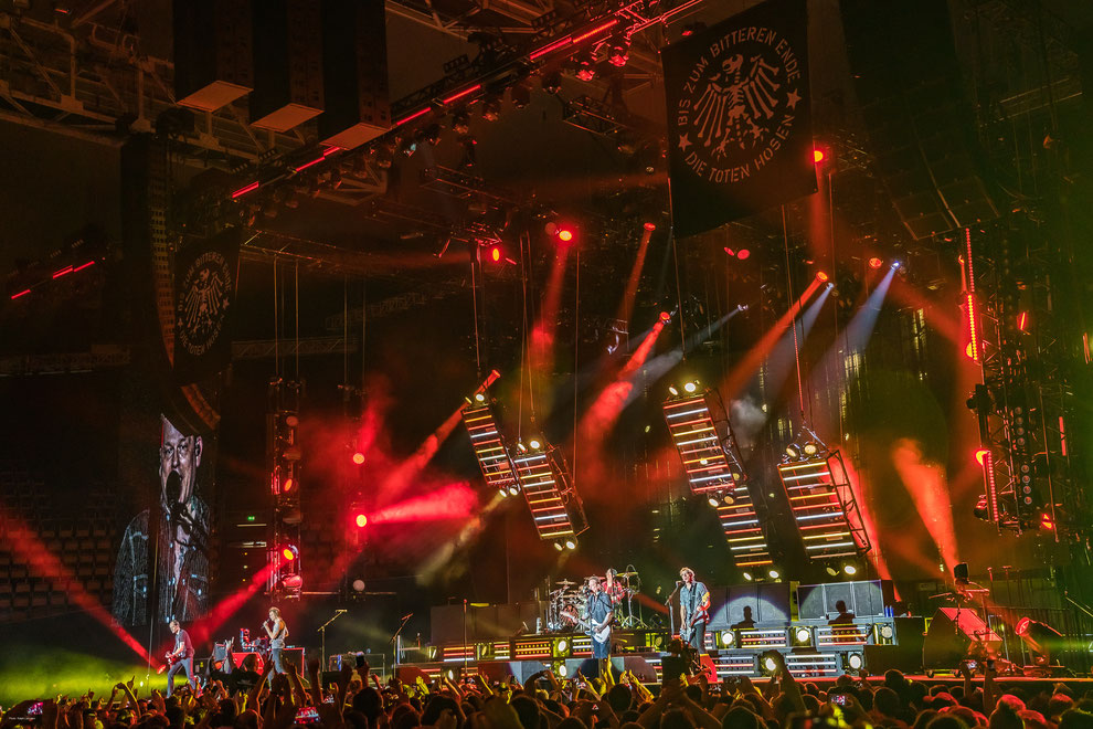 """Die Toten Hosen tourten mit Movecat Equipment - Bühnenkinetik für die aktuelle """"Laune der Natour"""""""