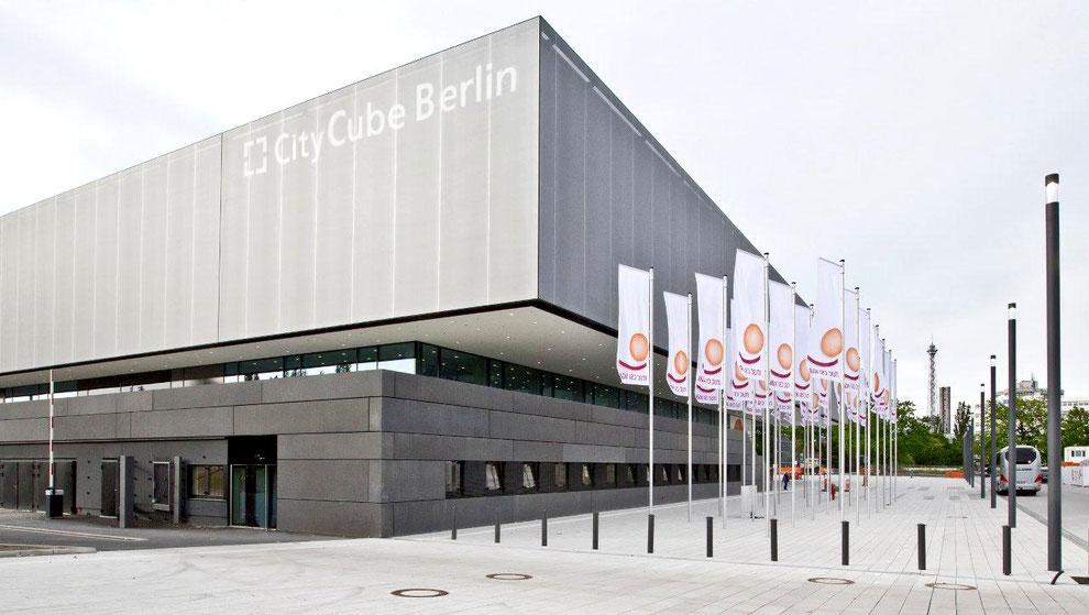 CityCube Berlin punktet mit 52 Movecat PLUSlite D8 Plus Zügen inklusive Movecat MPC 8ED8-FI 8-fach-Motorcontrollern sowie MRC 8ED8 8-fach-Remote-Handbedienteilen