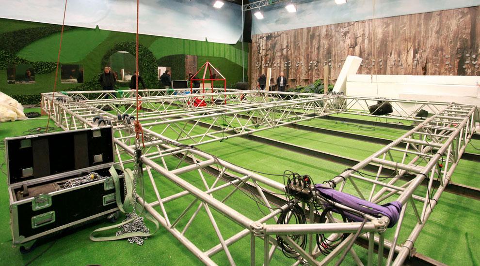 Movecat liefert Kinetiklösungen für Big Brother Türkiye Indoor-Kandidatenspiel mit Kettenzügen, System-Controller und i-Motion-Netzwerk